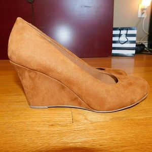 NEVER WORN! SUEDE WEDGES